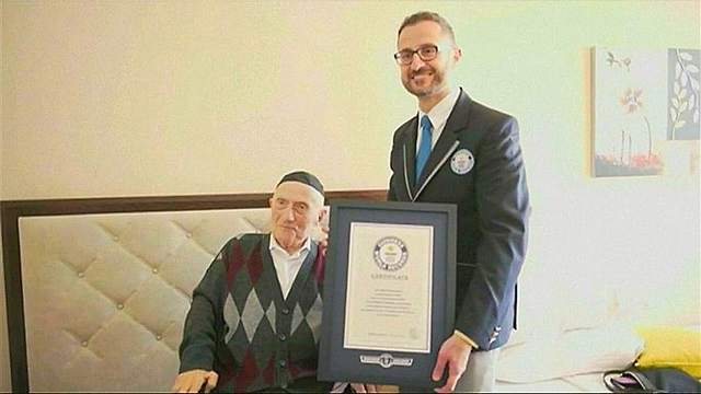 The oldest man admitted that he did not know the secret to a long life, Photo: YouTube