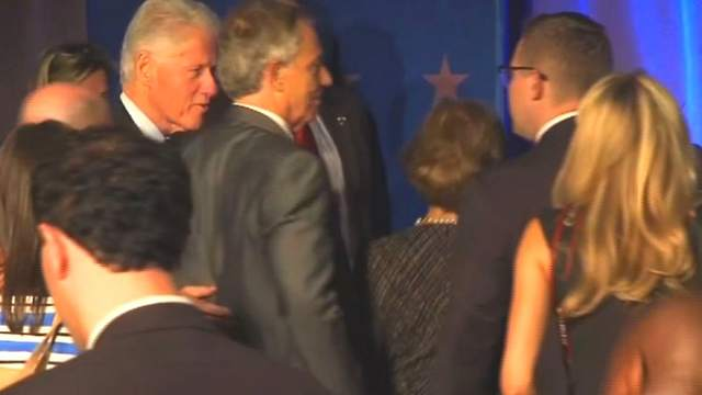 Bill Clinton and Tony Blair during the evacuation  at the Central High School in Little Rock, Photo: YouTube