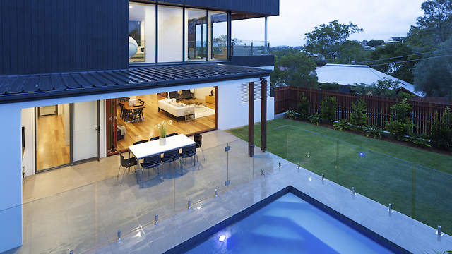 Glass Pool Fence by Aquaview