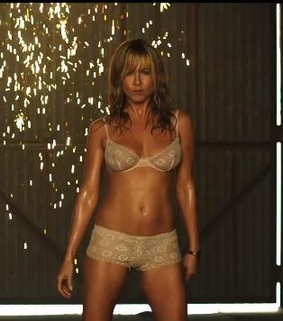 "Jennifer Aniston`s Hot New ""Body"" And The ""Pig in A Wig"""